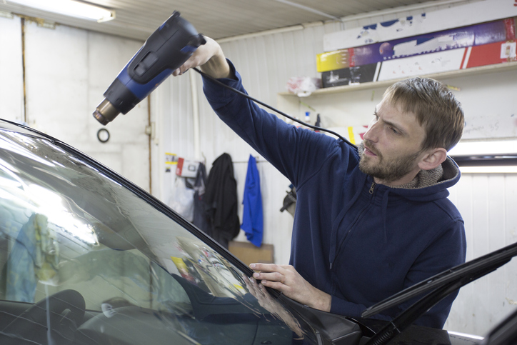 What Is an Auto Glass Technician and How to Become One Image