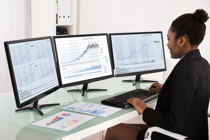 What Is a Financial Analyst and How to Become One Image
