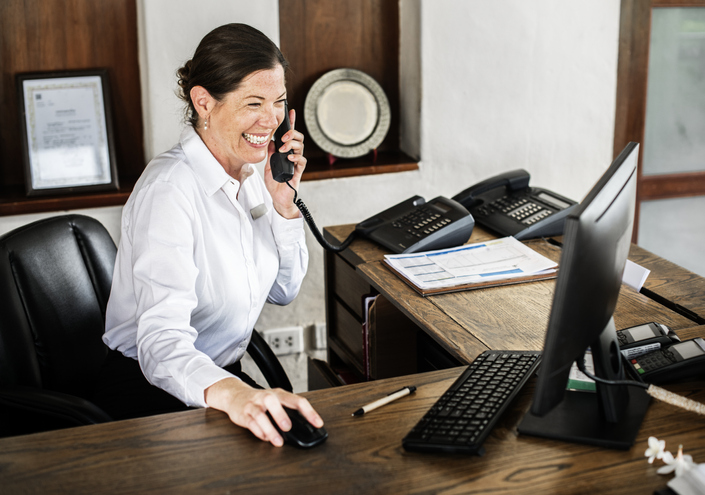 What Is a Receptionist and How to Become One Image