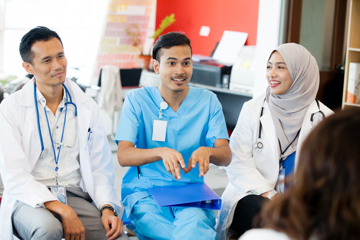 What Is an International Medical Assistant and How to Become One Image