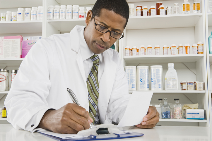 What Is a Pharmacist and How to Become One Image